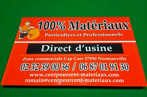panneau-plexy-attache-100-centpourcent-materieaux-publicite-imprimerie-to-become-evreux-communication