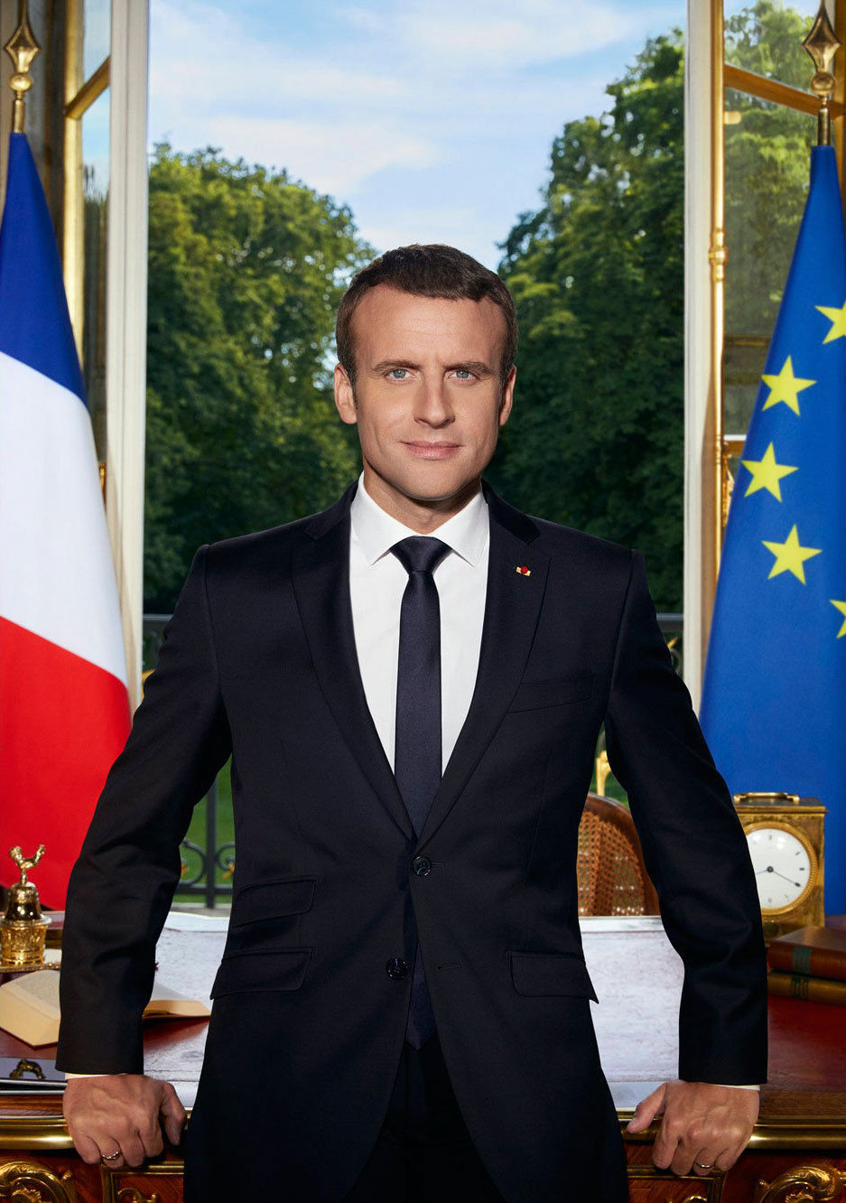 portrait-officiel-Emmanuel-Macron-to-become-agence